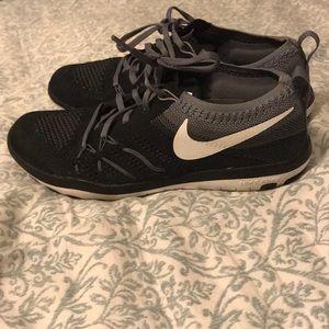 Women's Nike Focus Flyknit Training Shoe Size 6
